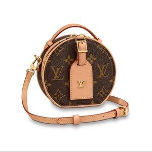 Brand new Mini Boîte Chapeau handbag.